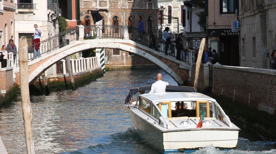 Venice by boat -the best way to discover the city www.grand-tourist.com