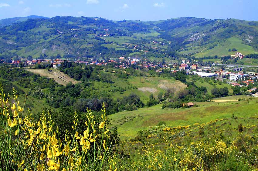 Small towns in the Emilia Romagna hills, perfect for truffle hunting