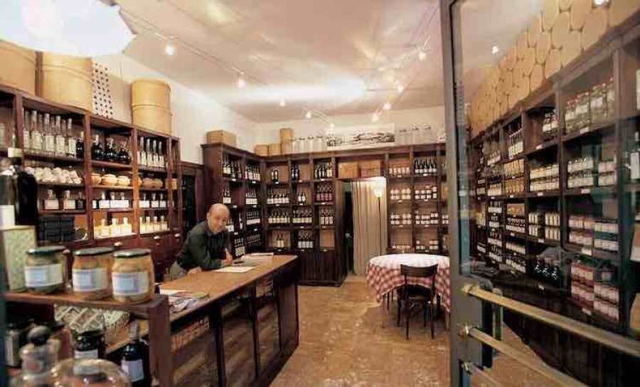 Amerigo, traditional shop and truffle restaurant in Savigno