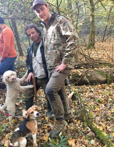 Truffle hunters and their dogs ready for our Italy food tour